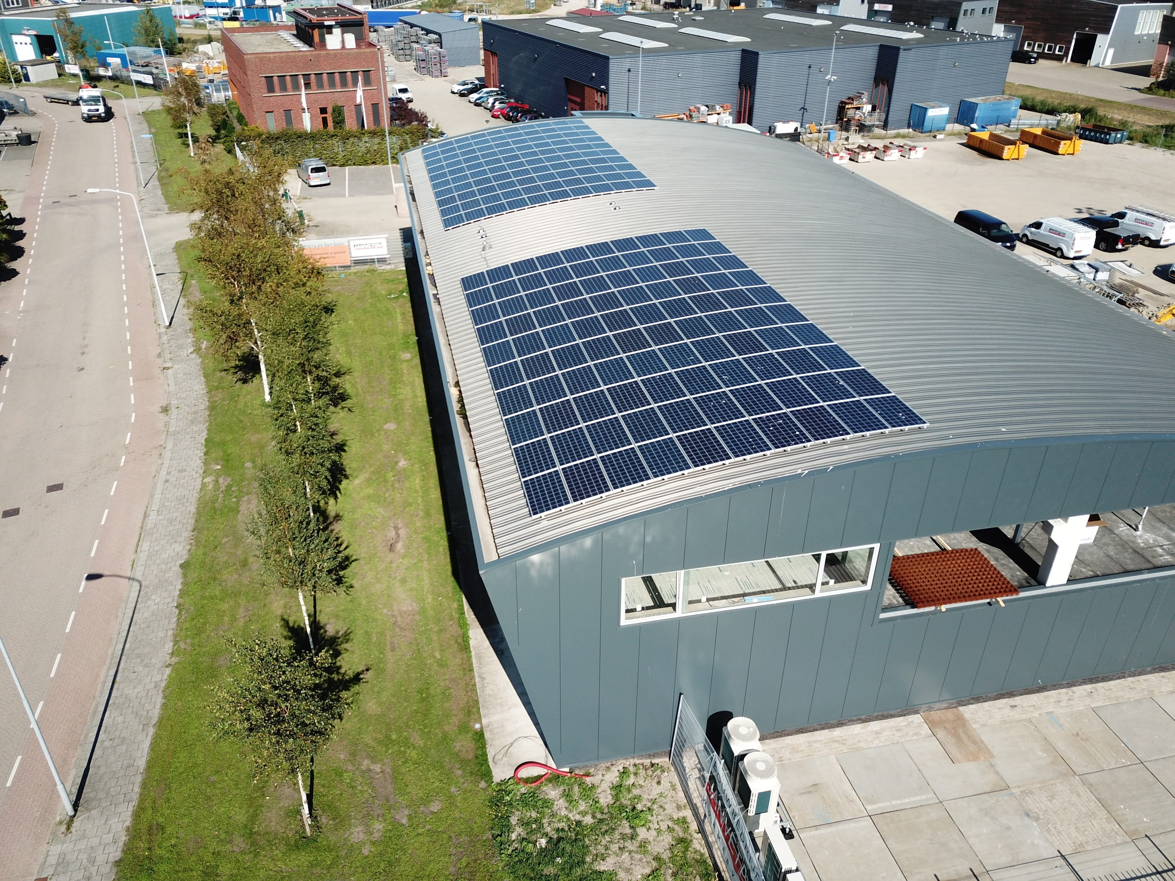 Solar Zaanstad installed APsystems microinverters at Construction Company Vet